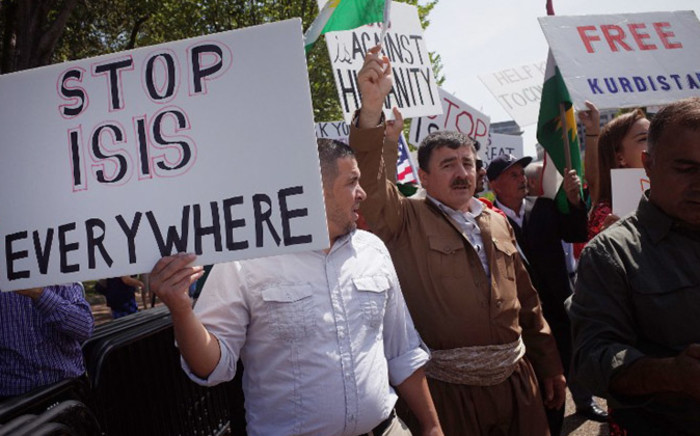 FILE: Demonstrators at a rally supporting Kurdistan hold placards protesting against the Islamic State organisation in front of the White House on 16 August, 2014. Picture: AFP.