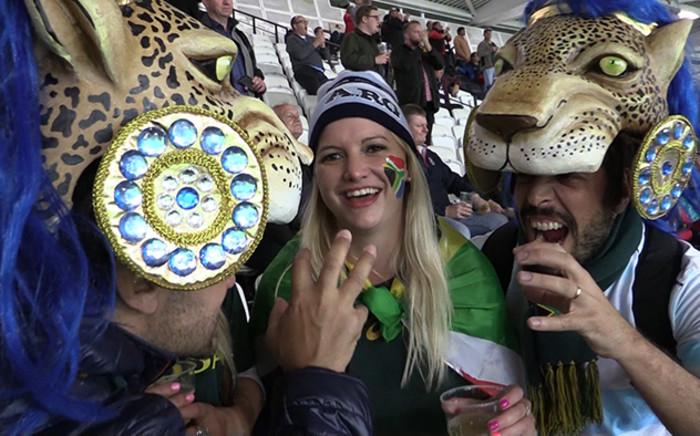 Springbok and Pumas fans get to know each other after the final whistle. SA won 24-13 to claim the bronze medal in the RWC. Picture: Vumani Mkhize/EWN.