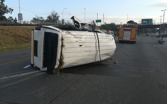 Two people were killed and multiple injured on 3 March 2020 in a taxi crash on the M1 highway in Johannesburg. Picture: @_ArriveAlive/Twitter.