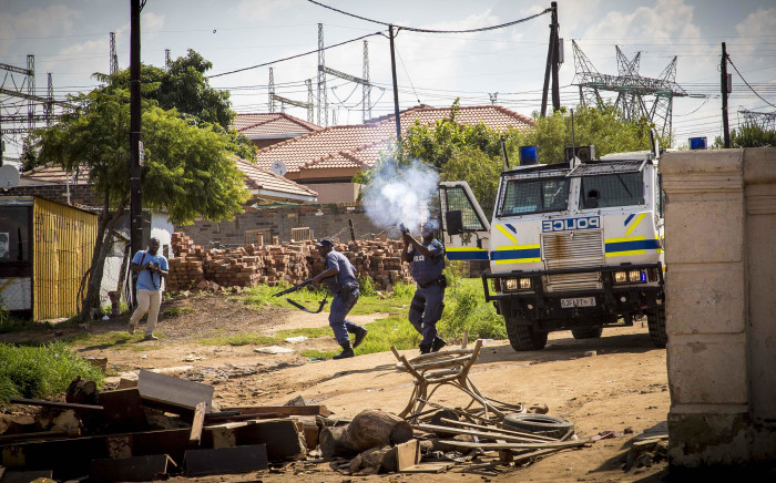 Police fire rubber bullets and tear gas at angry residents during service delivery protests in Olievenhoutbosch. Picture: Thomas Holder/EWN