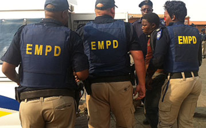 The police were evicting several street vendors in Daveyton on Sunday morning.