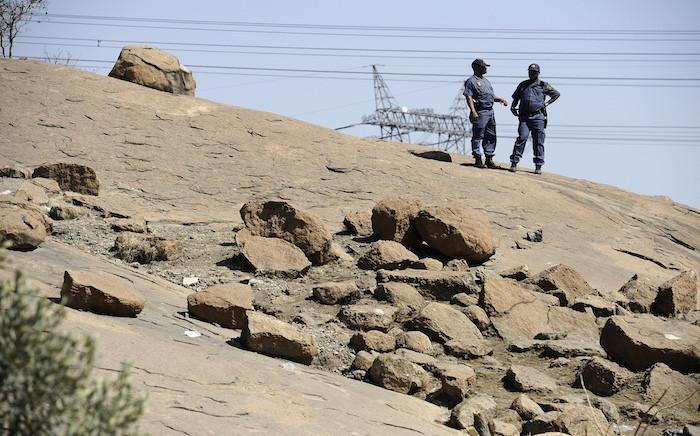 Police on the koppie in Marikana. Picture: EWN.