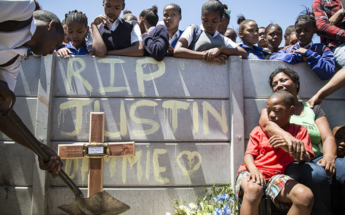 Uitsig community members gather at the spot where a grade 11 pupil was murdered on 9 November 2014. Picture: Thomas Holder/EWN.