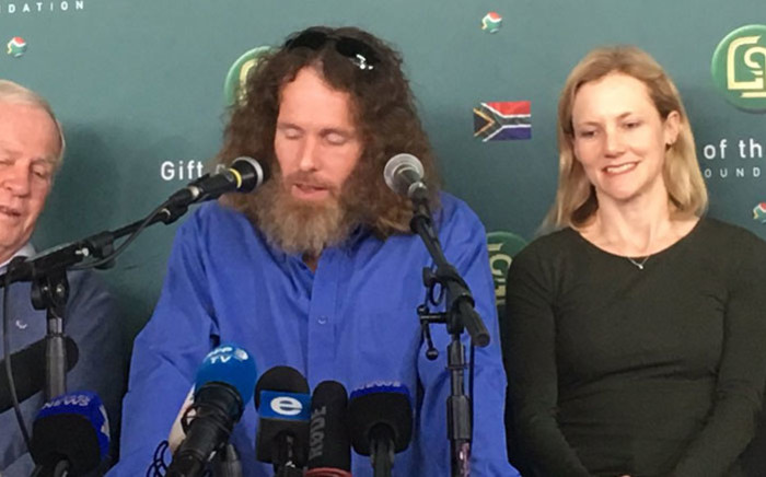 Stephen McGown (centre) makes his first public appearance since being released by al-Qaeda in Mali. Picture: Hitekani Magwedze/EWN