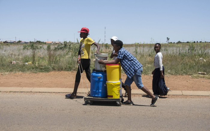 FILE: Emfuleni residents have to queue for water on 8 January 2018 amid water cuts in the municipality, which failed to honour its payment arrangement with Rand Water. Picture: EWN.