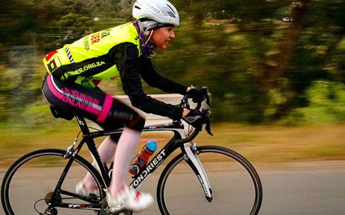 KFM's Liezel van der Westhuizen takes part in the #Bike2Work challenge on 10 October 2016. Picture: @KFMza via Twitter.