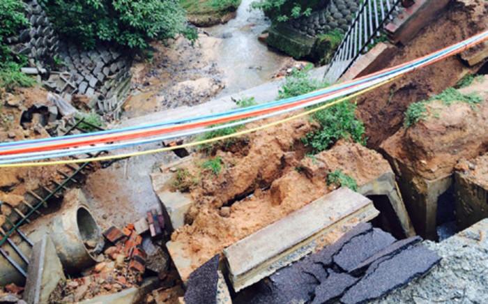 FILE: Coleraine Drive in Bryanston collapsed due to heavy rains on 11 March 2014. Picture: Aki Anastasiou/EWN.