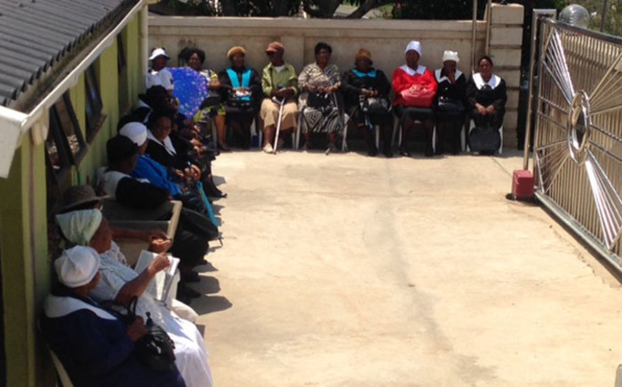 Community members and concerned citizens continue to show their love and support at the home of the slain Orlando Pirates and Bafana Bafana captain Senzo Meyiwa in Umlazi, Kwazulu Natal. Picture: Vumani Mkhize/EWN.
