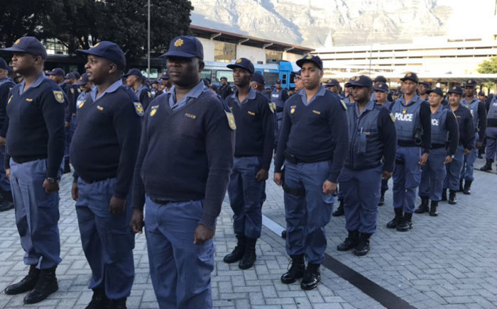FILE: SAPS members on parade at the Cape Town train station. Picture: Lauren Isaacs/EWN