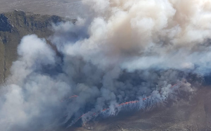 An aerial view of the fire which is visible from Betty's Bay side. Picture: @OverbergFPA/Twitter.