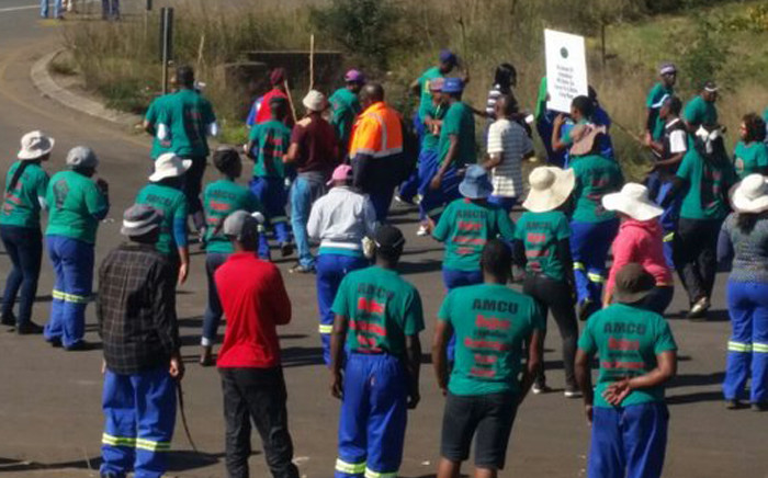 FILE: Members of Association of Mine workers and Construction Union (Amcu) protest at Glencore's Wonderfontein coal mine in Mpumalanga. Picture: @_AMCU.