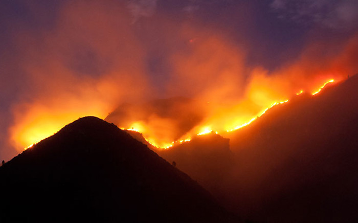 A fire which broke out on 15 January 2015 rages in the mountains above Onrus, near Hermanus. Picture: Hansie Oosthuizen