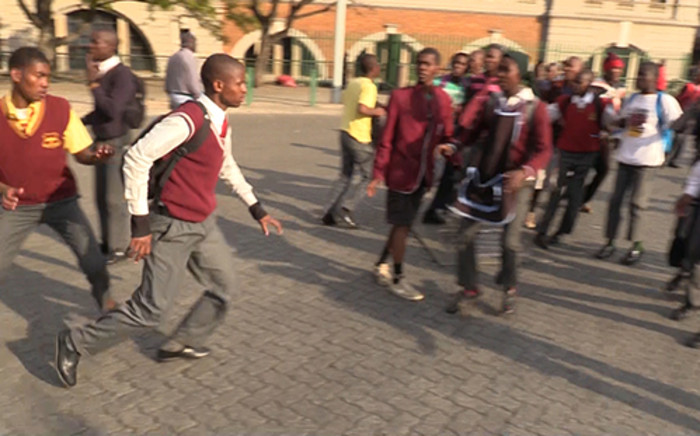 FILE: School children ran from police during a Cosas march in the Johannesburg CBD on 30 July 2014. Picture: Vumani Mkhize/EWN.