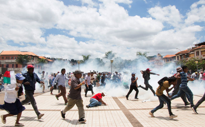 Supporters of Madagascan presidential candidate Marc Ravalomanana scramble as security forces fire tear gas during a demonstration to protest election results on 2 January 2019. Picture: AFP