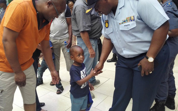 SAPS officials interact with shoppers at the Mall of Africa during the safer festive season back-to-basics initiative. Picture: Katleho Sekhotho/EWN.