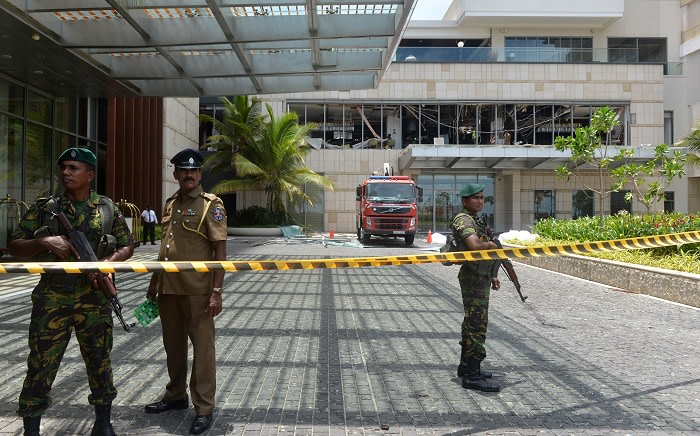 Sri Lankan security personnel stand guard at the cordoned off entrance to the luxury Shangri-La Hotel in Colombo on 21 April 2019 following an explosion. Picture: AFP