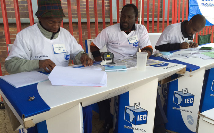 FILE: Independent Electoral Commission (IEC) officials during voter registration weekend. Picture: Vumani Mkhize/EWN.
