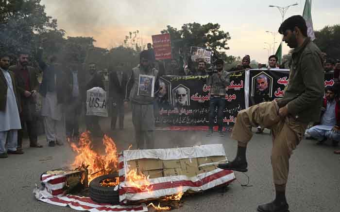 Protesters burn US flags as they shout slogans against the United States during a demonstration following a US airstrike that killed top Iranian commander Qasem Soleimani in Iraq, in Islamabad on 3 January 2020. Picture: AFP