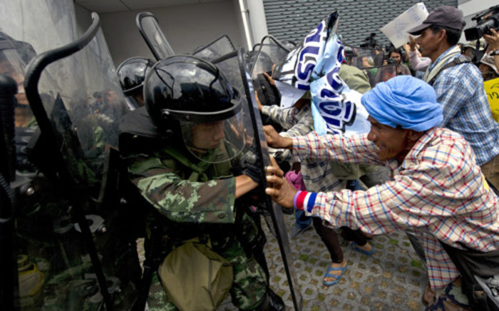 Thai farmers' battle with soldiers as they protest the government's repeatedly delayed payments for rice submitted to the pledging scheme at the government's temporary office in Bangkok on 17 February, 2014. Picture: AFP.
