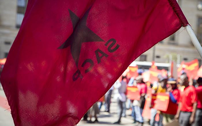 FILE: An SACP flag flies during a protest. Picture: Reinart Toerien/EWN