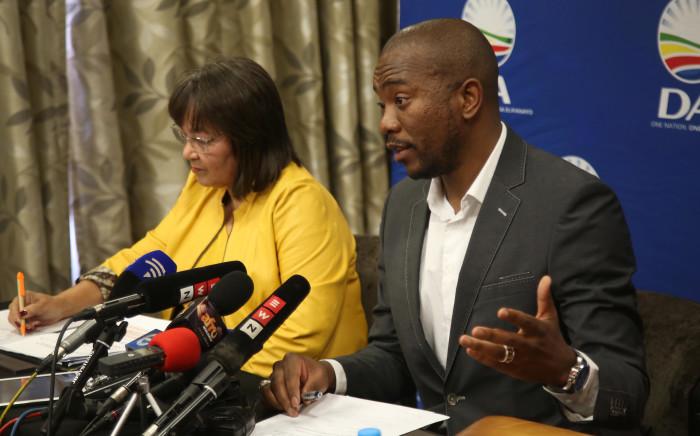 DA Leader Mmusi Maimane (right) and Cape Town Mayor Patricia de Lille (left) addresses the media on 5 August 2018. Picture: Bertram Malgas/EWN