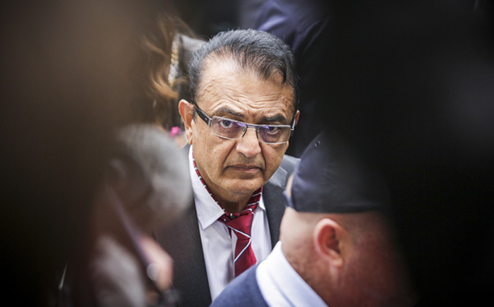 FILE: Anni Dewani's father Vinod Hindocha makes his way to the Western Cape High Court amidst a group of journalists. Picture: Thomas Holder/EWN