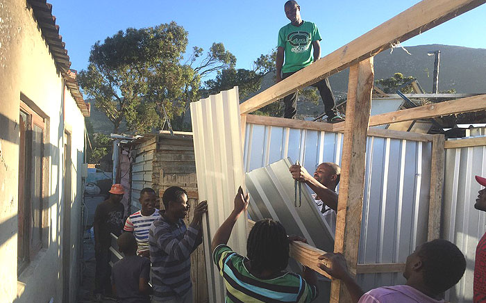Masiphumelele residents rebuild their homes after a shack fire in the area on Saturday 10 December 2016. Picture: Kevin Brandt/EWN.