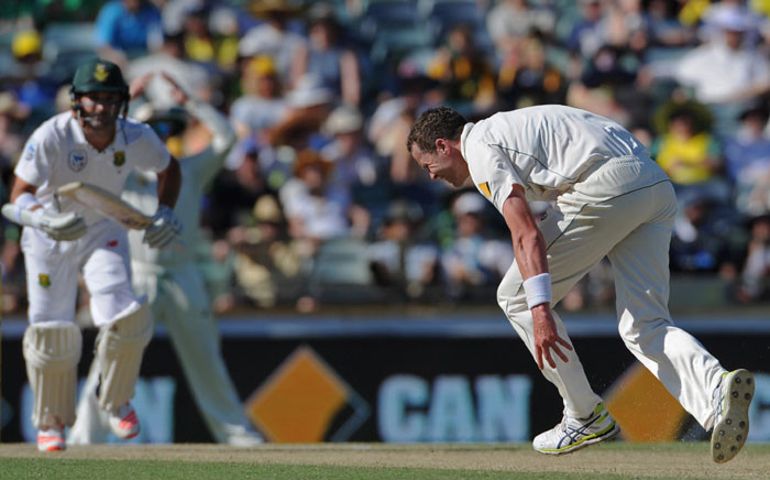 FILE: Australian bowler Peter Siddle (R) grimaces as he attempts to stop a shot from South Africa's Dean Elgar (L) on day three of the first Test cricket match between Australia and South Africa in Perth on 5 November 2016. Picture: AFP.