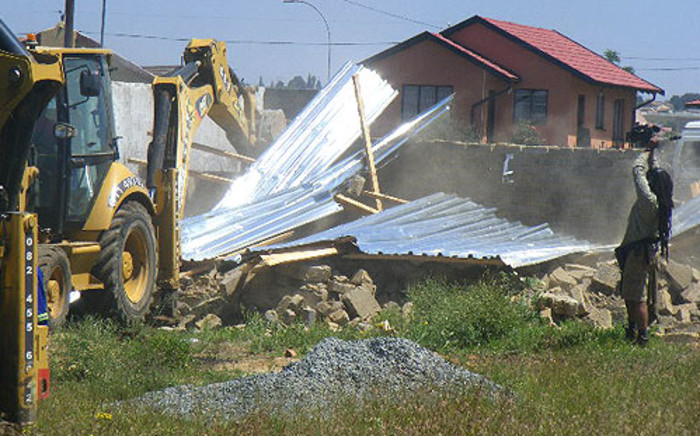 The HRC has threatened to take Human Settlements Ministry to court over Lenasia demolitions.