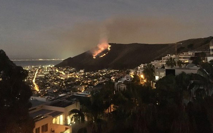Signal Hill fire on 13 April 2016. Picture: Natalie Malgas/EWN