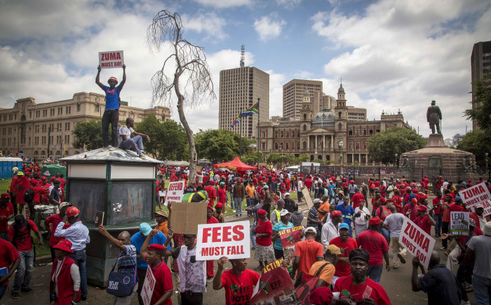 FILE: EFF members gather on Church Square for their Zuma Must Fall protest in Pretoria. Picture: Thomas Holder/EWN.