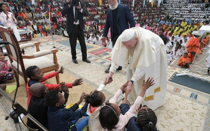 Pope Francis greets children at the Akamasoa Association. Picture: @VaticanNews/Twitter