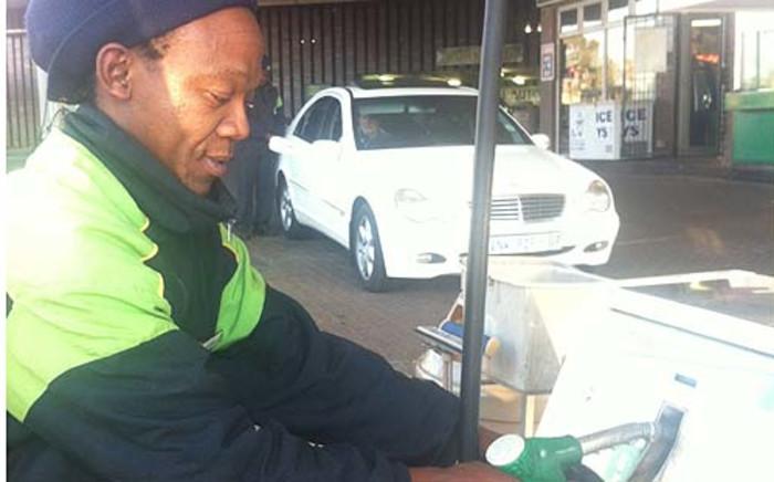 Petrol attendant. Picture:Clare Matthes/EWN.