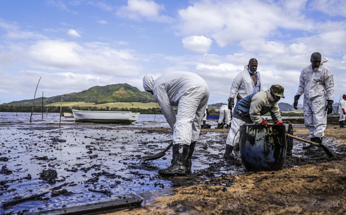 People scoop leaked oil from the vessel MV Wakashio, belonging to a Japanese company but Panamanian-flagged, that ran aground and caused oil leakage near Blue bay Marine Park in southeast Mauritius on 9 August 2020. Picture: AFP