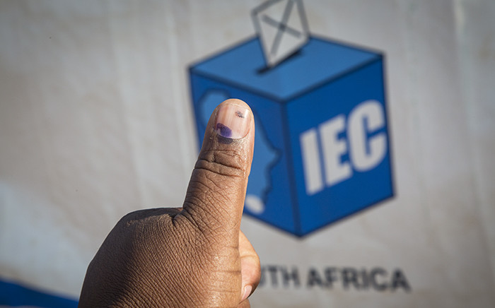 FILE: A Mamelodi resident holds out his thumb outside the Balebogeng Primary School after having cast his vote in the 2016 local government elections. Picture: EWN