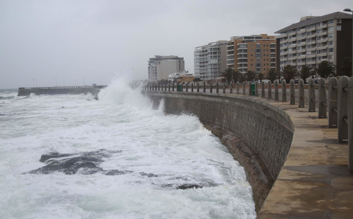 FILE: Waves crash on Sea Point promenade near Mouille Point as a cold front creeps into Cape Town. Picture: Bertram Malgas/EWN
