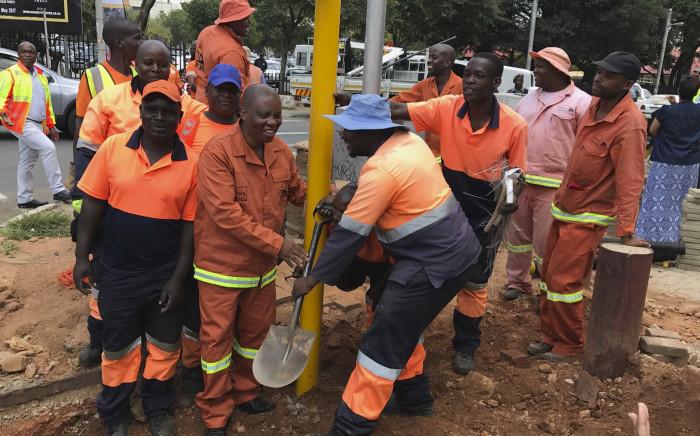 Joburg mayor Herman Mashaba launches No joint traffic light campaign. picture:Kgothatso Mogale/EWN