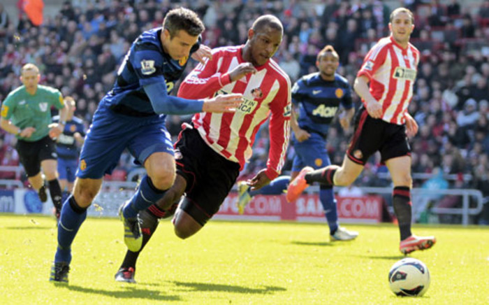 Sunderland's Titus Bramble (C) and Manchester United's, Robin van Persie (L) during the English Premier League football match between Sunderland and Manchester United on March 30, 2013. Picture: AFP/GRAHAM STUART