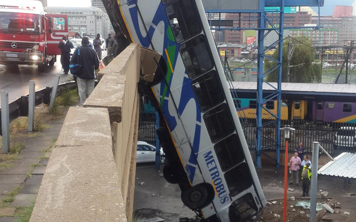 A Metro bus crashed into a bridge in Braamfontein on 25 February 2015. Picture: @MatheGift via Twitter.