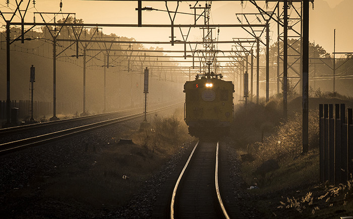 FILE: A train approaches Mutual Station in Cape Town at dawn. Picture: Aletta Harrison/EWN.