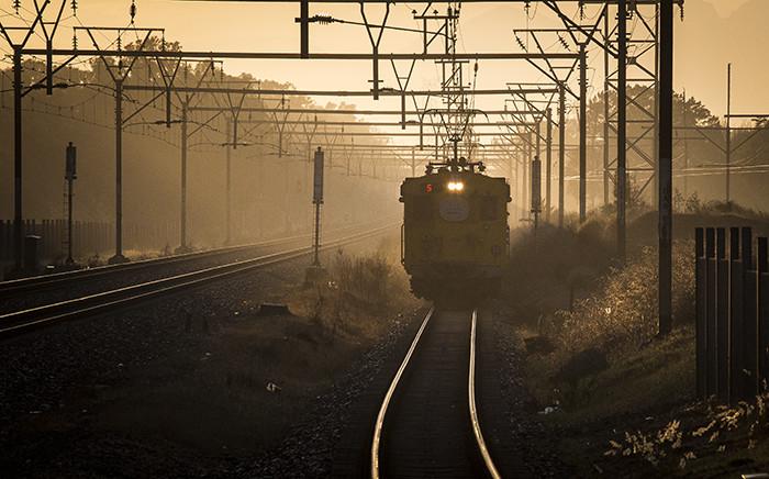 A train approaches Mutual Station in Cape Town at dawn. Picture: Aletta Harrison/EWN.