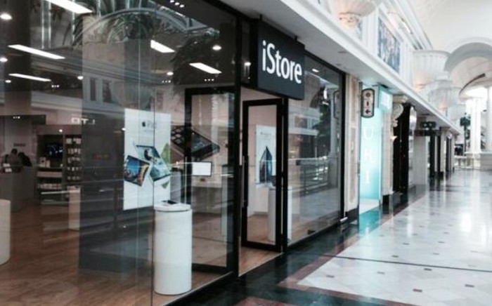 An iStore at the Canal Walk shopping centre was robbed on 8 October. Picture: Twitter.