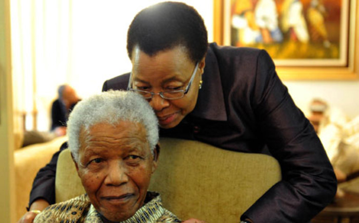 Former president Nelson Mandela with his wife Graca Machel at his Houghton home in Johannesburg. Picture: GCIS/SAPA.