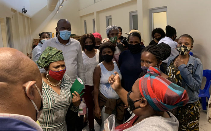 Frustated Gugulethu residents who waited for a full day at the Sassa office and were not assisted, rallied together and confronted Sassa CEO Busisiwe Memela (wearing green scarf) about the problems they were encountering at the office. Picture: Kaylynn Palm/EWN