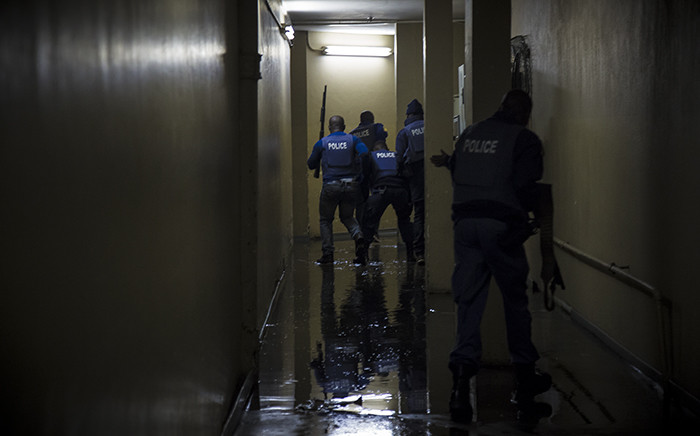 Police move into Mabopane's Central City Mall where looters broke in. Picture: Thomas Holder/EWN.