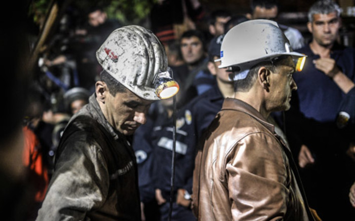 Miners wait at the gate of a mine after an explosion in Manisa on 13 May, 2014. Four miner were killed and as many as 300 trapped after a mine collapse in the western Turkish city of Manisa, a local official said. Picture: AFP.