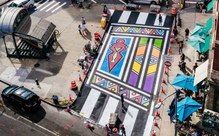 Artist Imani Shanklin Roberts creates a mural for fellow artist Esther Mahlangu. Picture: Twitter/@CitiBikeNYC.