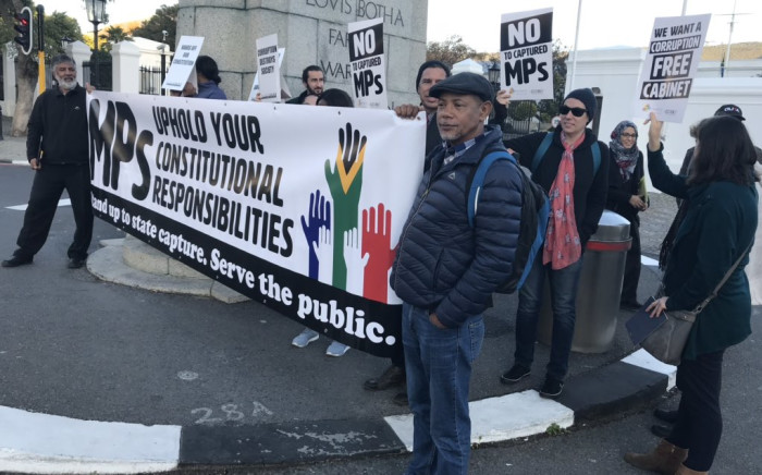 A handful of people gathered outside Parliament under the banner #DefendOurConstitution on 22 May 2019 ahead of the swearing-in ceremony for new Members of Parliament. Picture:  Lauren Isaacs/EWN