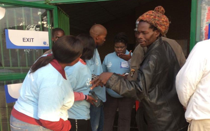 Voters enter the Oukasie voting station in Madibeng in the North West on 8 May 2019. Picture: Carien du Plessis/EWN