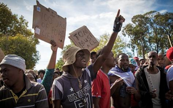 Protesting students block the front gate, facing down police. Picture: Thomas Holder/EWN.